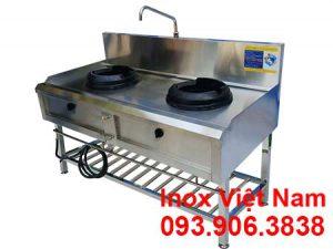 Bếp á 2 họng đốt kiềng gang có kệ dưới giá tốt tại xưởng sản xuất thiết bị bếp công nghiệp, bếp inox công nghiệp Inox Việt Nam của chúng tôi.