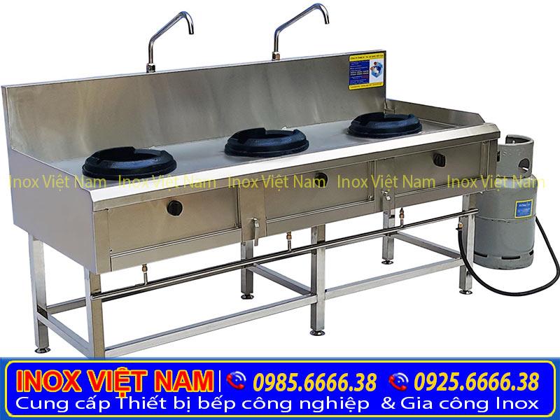 Bếp công nghiệp inox 3 họng đốt kiềng giang, thiết bị bếp công nghiệp inox loại 3 họng đốt kiềng gang giá tốt của chúng tôi Inox Việt Nam.