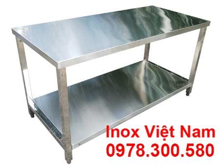Bàn sơ chế inox 2 tầng bằng inox 304 bền chắc chắn an toàn.