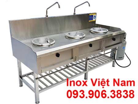 Bếp công nghiệp inox 3 họng kiềng tô có kệ dưới sản phẩm bếp á công nghiệp inox 3 họng kiềng được rất nhiều nhà hàng tin chọn.
