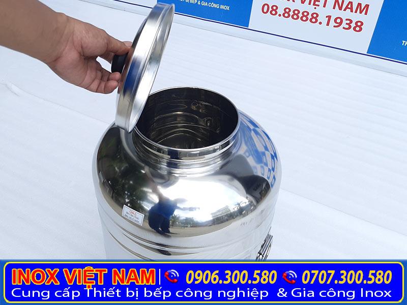 Sản phẩm bình đựng trà đá bằng inox được chúng tôi Inox Việt sản xuất đem ra thị trường tiêu thụ và cung cấp sỉ lẻ theo đơn đặt hàng.
