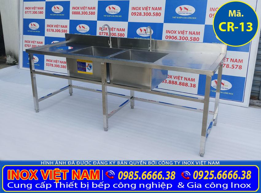 Bồn rửa bát inox 304 nhà hàng 2 ngăn có lỗ xã rác là một trong những sản phẩm thuộc chậu rửa inox công nghiệp giá tốt tại xưởn của chúng tôi Inox Việt Nam.