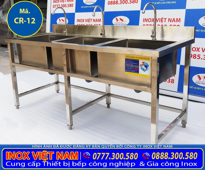 Sản phẩm chậu rửa inox 3 ngăn lớn dùng làm Chậu rửa inox nhà hàng, chậu rửa inox nhà bếp công nghiệp, nhà trường rất rộng rãi.
