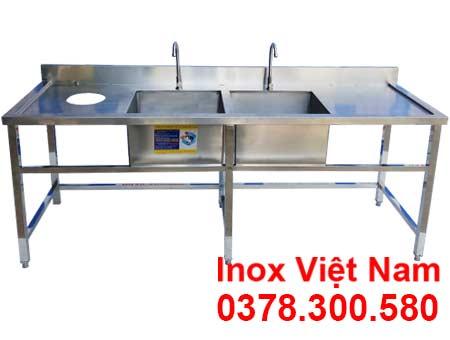 Chậu rửa đôi 2 cánh có lỗ xã rác là một trong những mẫu chậu rửa inox công nghiệp tại xưởng của chúng tôi Inox Việt Nam.