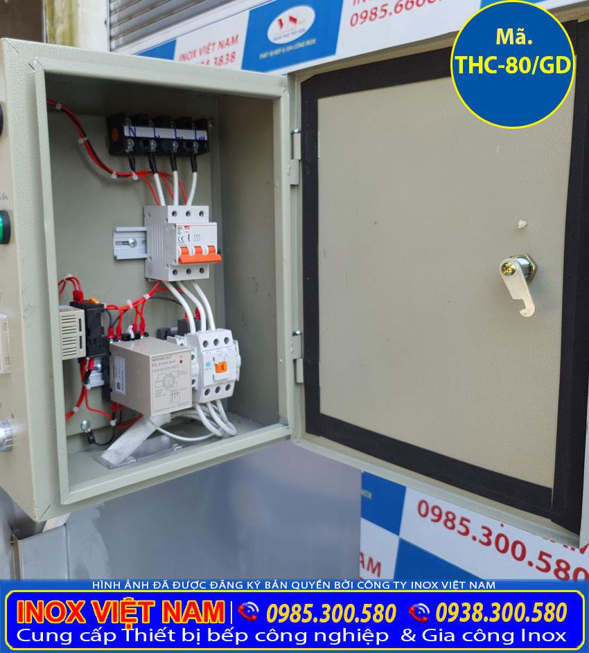 Chi tiết hộp điện của tủ hấp cơm công nghiệp 80kg sử dụng điện và gas.