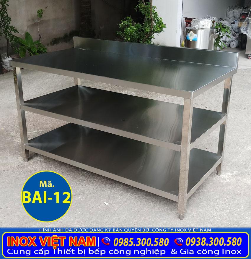 Mẫu bàn sơ chế inox 3 tầng có gáy giá tốt tại Inox Việt Nam.