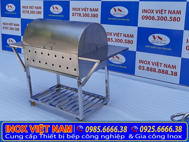Mẫu bếp nướng than inox 304 có nắp chụp do đơn vị Inox Việt Nam sản xuất. Có rất nhiều mẫu và giá bếp nướng than inoxbên dưới hoặc xem tại Showroom.