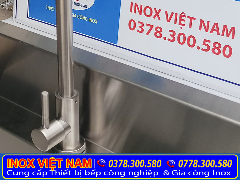 Chi tiết van rửa tay của máng rửa công nghiệp, máng rửa công nghiệp dùng cho trường học nhà hàng và xí nghiệp.