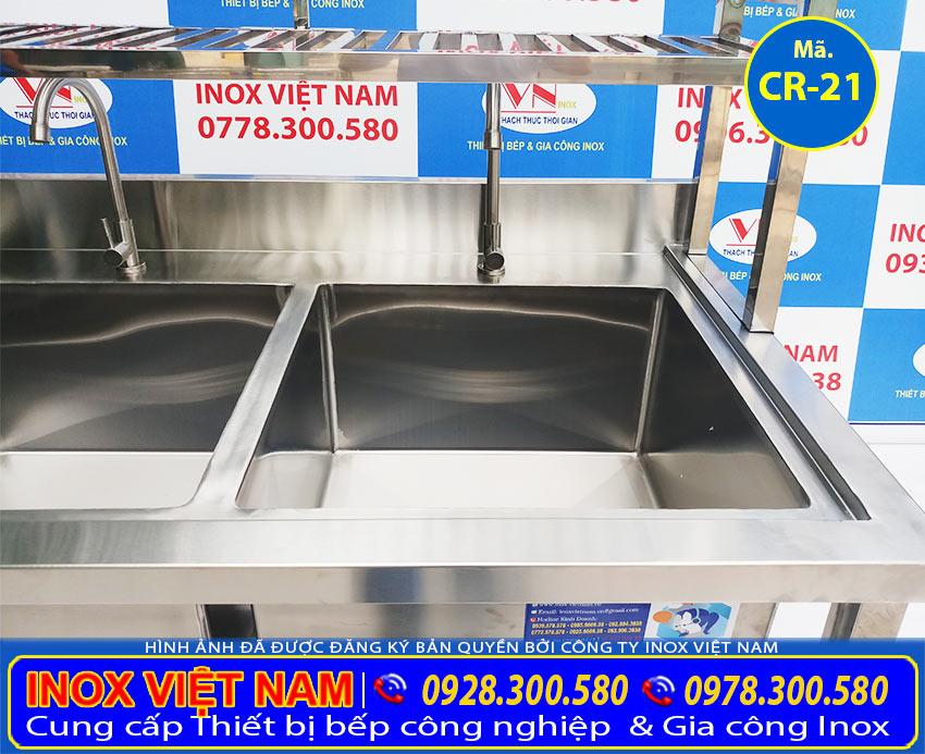 Bồn rửa công nghiệp inox 304 có kệ trên và kệ dưới rất tiện dụng khi rữa rau hoặc úp chén bát.