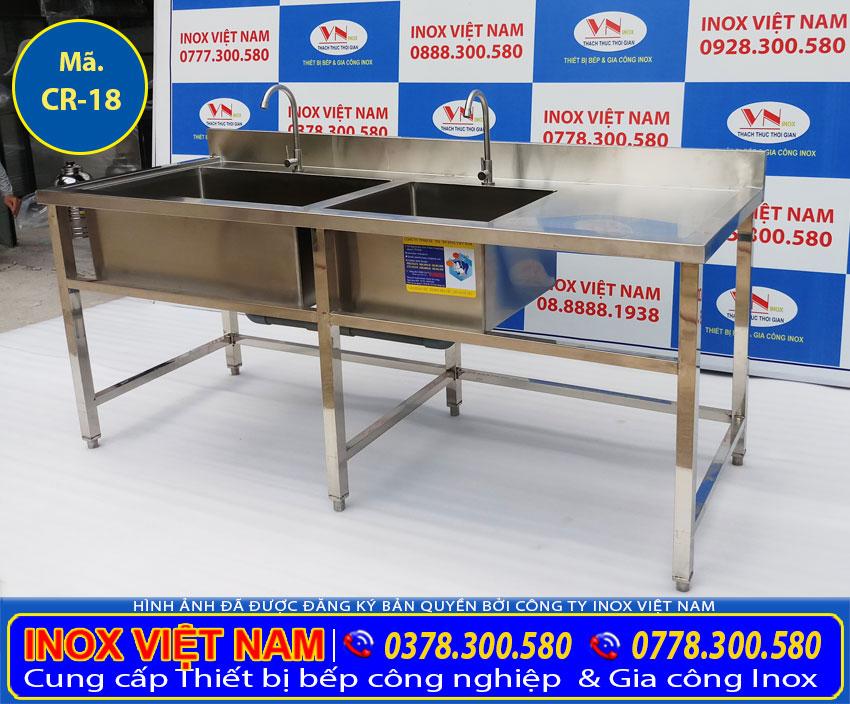 Bồn rửa inox công nghiệp 2 hộc  có hộc lớn và hộc nhỏ sản phẩm gia công từ inox 304 sáng bóng bền chịu lực có giá trị kinh tế cao tại xưởng sản xuất IVN.