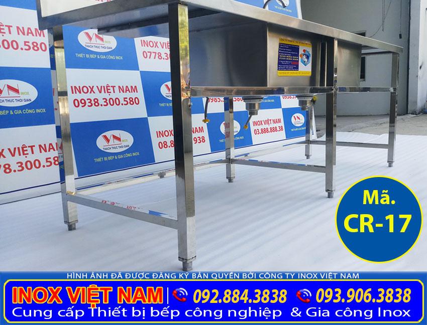 Cận cảnh khung chân chậu rửa bát inox 304 công nghiệp, chậu rửa inox nhà hàng được nhiều khách hàng tin chọn và sử dụng sản phẩm của chúng tôi Inox Việt Nam.