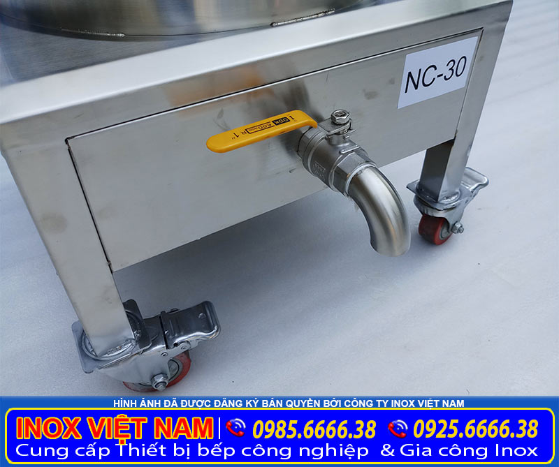 Chân đế nồi nấu cháo công nghiệp của sản phẩm nồi nấu cháo bằng điện của xưởng Inox Việt Nam.