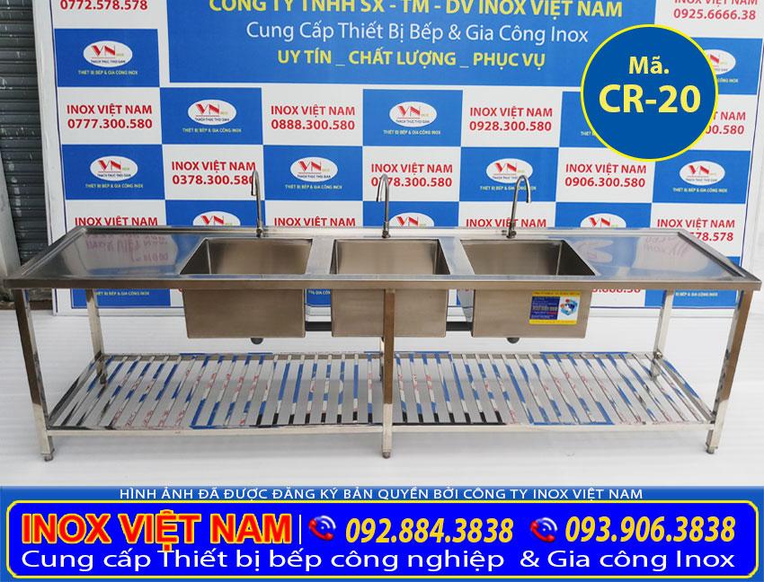 Chậu rửa công nghiệp inox 3 hố lớn có 2 bàn rửa giá tại xưởng sản xuất của IVN tiện ích cao, và được nhiều khách hàng biết đến thương hiệu chậu rửa inox công nghiệp Inox Việt Nam.