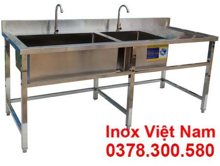Chậu rửa đôi hộc lớn hộc nhỏ cánh phải được IVN sản xuất mang đến tay khách hàng tiêu thụ hiện nay.