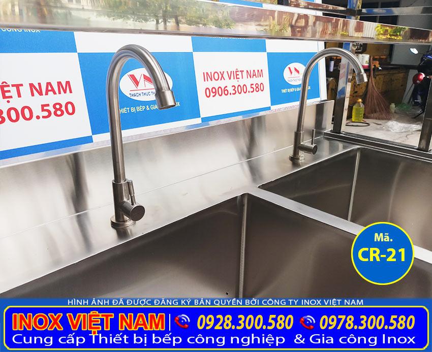 Vòi nước chậu rửa bát nhà hàng, chậu rửa inox công nghiệp được sử dụng nhiều hiện nay.