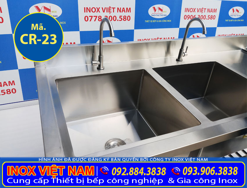 Sản phẩm chậu rửa 2 hộc lớn được tích hợp có kệ dưới và bàn rửa cánh phải rất tiện dụng khi sử dụng. Khi mua tại IVN nhận ngay giá xưởng nhé!