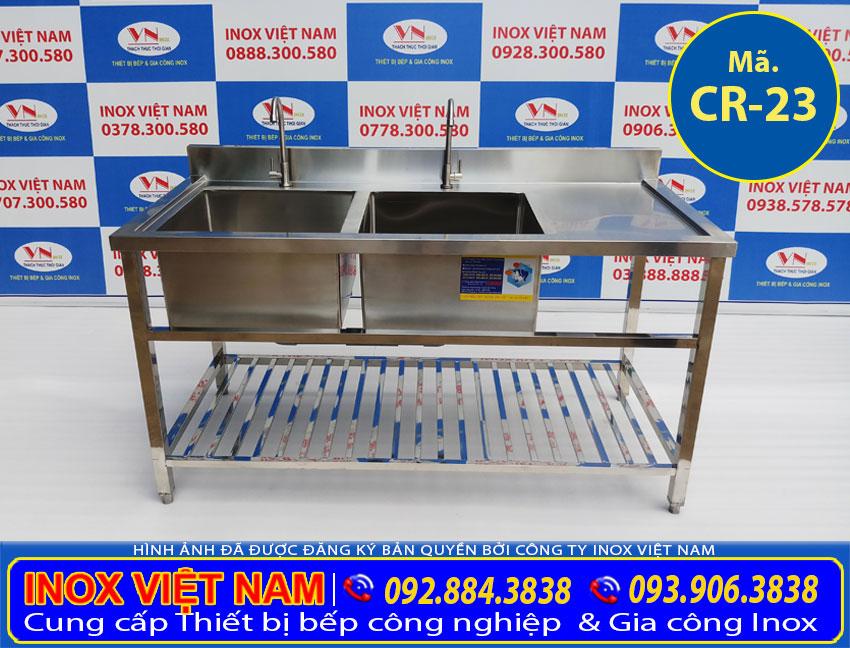Giá chậu rửa công nghiệp 2 hộc có nan dưới bàn rửa cánh phải, được IVN mang đến tay khách hàng tốt hiện nay.