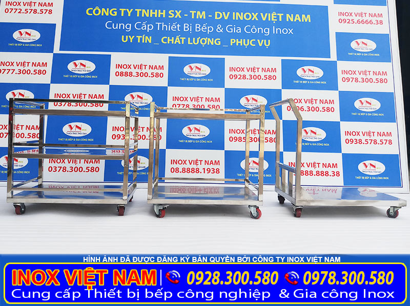 Xưởng sản xuất xe đẩy inox giá tốt có nhiều mẫu xe đẩy inox, xe đẩy thức ăm 3 tầng mẫu có sẵn tại showroom, hoặc theo yêu cầu.
