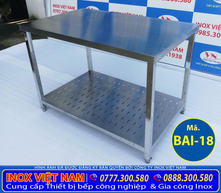 Bàn sơ chế inox 2 tầng kệ phẳng có đục lỗ giá tốt tại xưởng Inox Việt Nam của chúng tôi.