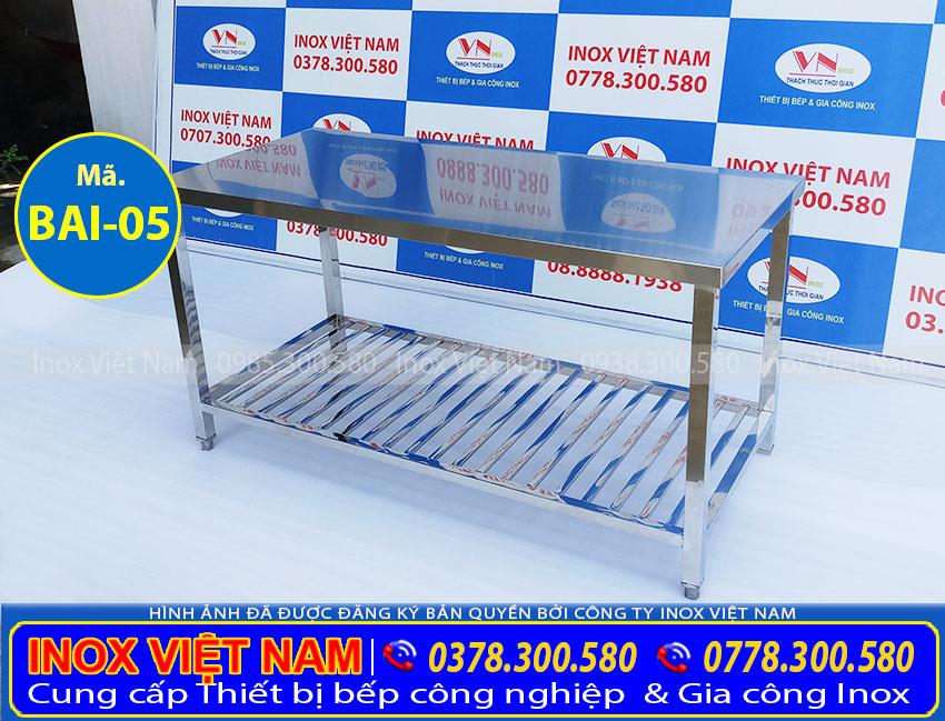 IVN báo giá bàn chặt thực phẩm bằng inox, bàn bếp inox, bàn chặt bằng inox, bàn bếp inox sơ chế nhà hàng do chính tay Inox Việt Nam sản xuất.
