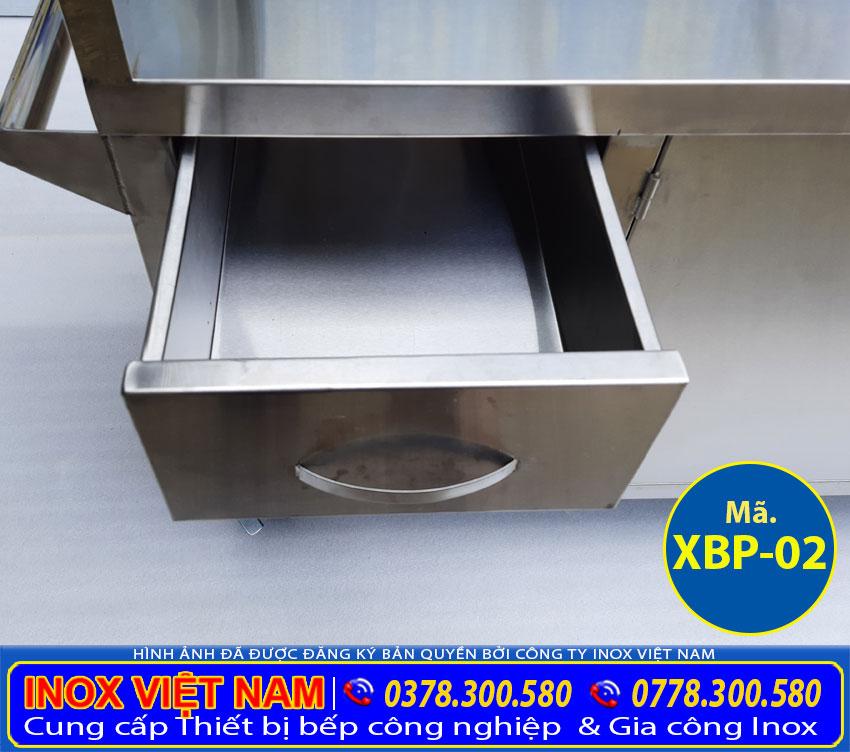 Chi tiết hộc tủ của xe đẩy bán phở hủ tiếu bằng điện giúp quý khách để tiền và vật dụng cá nhân rất an toàn.