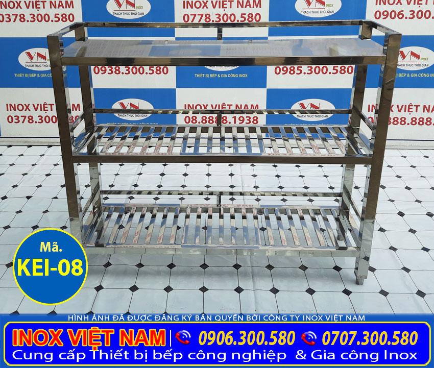 Báo giá kệ bếp inox 3 tầng mẫu kệ inox 3 tầng có 2 tầng mặt song và 1 tầng mặt phẳng.
