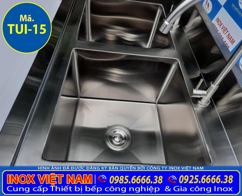 Chi tiết 2 ngăn rửa của tủ inox có chậu rửa liền tủ giá tốt.