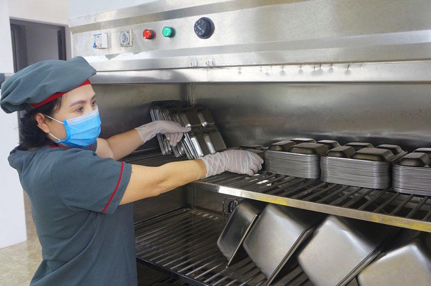 Đầu tư các thiết bị inox nhà bếp cho hệ thống bếp trường mầm non đúng chất tiêu chuẩn an toàn thực phẩm chuyên nghiệp.
