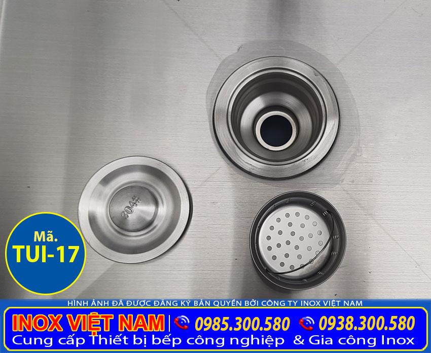 Bộ phận xi phong của chậu rửa được tích hợp trong tủ inox liền chậu rửa inox.